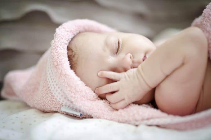 гноятся глаза у новорожденного