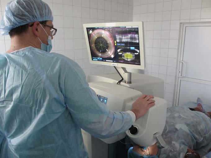 операция на хрусталике глаза